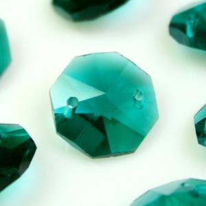 Ottagono 14 mm verde pino vetro cristallo molato 16 facce 2 fori.