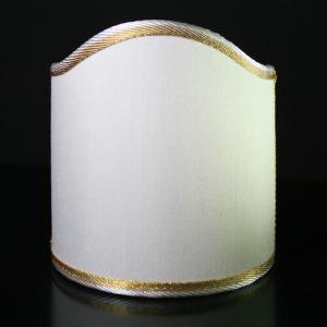 Paralume ventola color avorio con bordura oro. Attacco pinza bianco