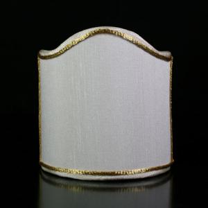 Paralume ventola tessuto shantung color bianco con bordura oro.