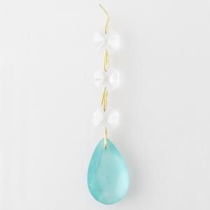 Pendente strenna decorativa con ottagoni cristallo e pendaglio goccia verde acqua satinato. Lunghezza 10 cm.