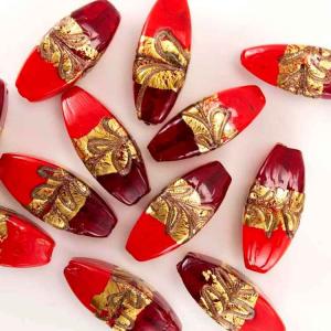 Perla di Murano a oliva 42 mm pasta vitrea con fascia oro e bronzo, vetro rosso, con foro passante.
