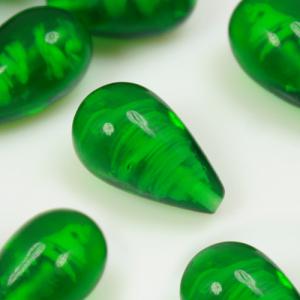 Perla goccia in vetro verde scuro, 1 foro, 17 mm