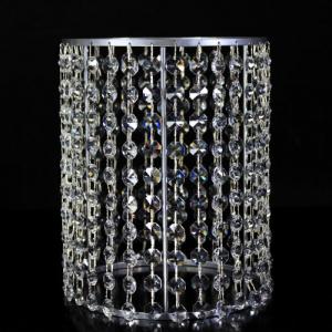 Portacandela cromo con catene di ottagoni in cristallo Ø18 x h23 cm.
