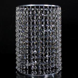 Portacandela cromo con catene di ottagoni in cristallo Ø20 x h30 cm.