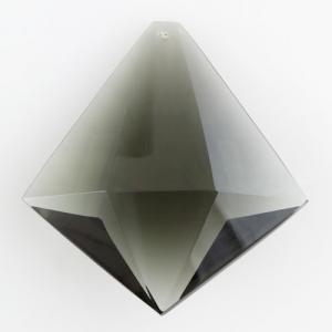 Prisma sfaccettato in puro cristallo di Boemia 89 mm. Cristallo forma romboidale colore grigio scuro.
