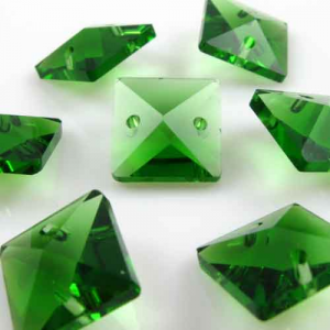 Quadruccio 14 mm verde cristallo vetro sfaccettato 2 fori