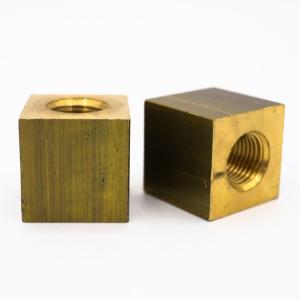 Raccordo cubico ottone M10x1-M10x1 - 18x18x18 mm