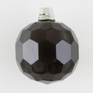 Sfera sfaccettata in cristallo antico di Boemia Ø60 mm grigio scuro. Pendente per lampadari antichi vintage.