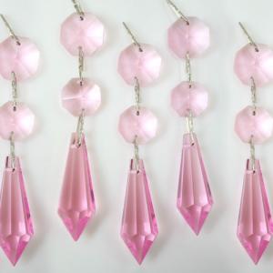 Strenna decorativa con ottagoni e prisma pendente in vetro molato color rosa.