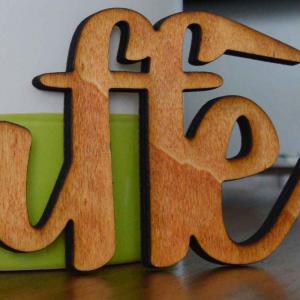 Scritta #CAFFÈ da parete in legno di castagno fatta a mano 100% Made in Italy