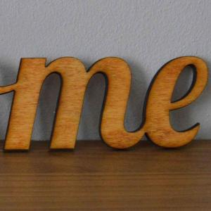 Scritta HOME da parete in legno di castagno fatta a mano 100% Made in Italy