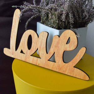 Scritta LOVE da parete in legno di castagno fatta a mano 100% Made in Italy