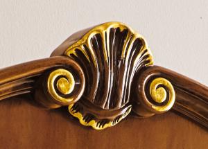 Vitrine classique sculptée - hauteur 210 cm