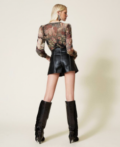 SHOPPING ON LINE TWINSET MILANO SHORT IN TESSUTO SPALMATO PREVIEW FALL WINTER 2022