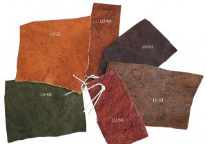 Silla con respaldo tapizado y de estilo clásico