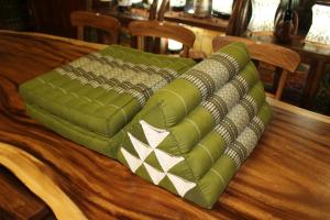 Cuscino triangolo con 2 ripiani in cotone thai (TRIANGLE STANDARD 2 FOLD)