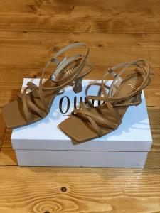 Sandalo in pelle Ovyè Numeri 36 e 38