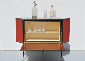 Mobile bar vintage ad angolo