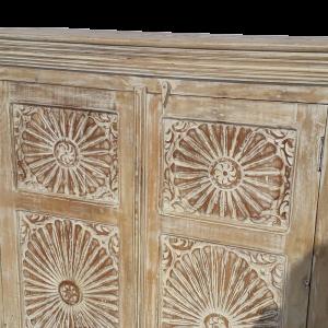 Credenza in legno di palissandro bianco decapato con ante intagliate fiori