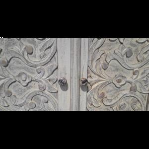 Credenza bassa in legno di palissandro indiano decapata bianca con ante intagliate fiori
