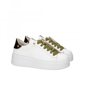 Sneakers lacci verdi con spilla GIO+