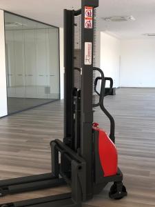 Sollevatore elettrico (movimento manuale) portata 1000 kg
