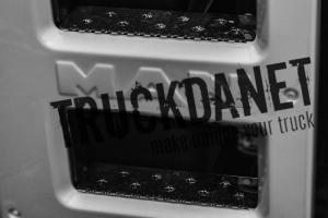 MAN Kit gradini carena, dotati di sistema antiscivolo in acciaio Inox lucido (aisi 304)