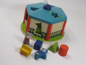 Gioco incastri con forme colorate