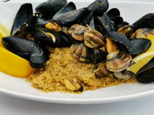 Cuscus con zuppa di frutti di mare 12€