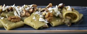 Paccheri con zucchine, gamberi, noci e ricotta salata 13€