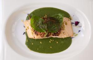 Arrosto di salmone fresco con prezzemolata di verdure 12€