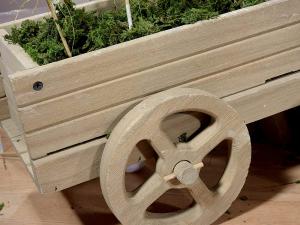 Carriola decorativa in legno colorato