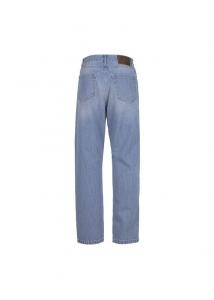 Jeans chiaro over di Maria Vittoria Paolillo