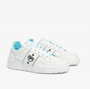 Sneakers  bianche con logo ai lati di  Chiara Ferragni