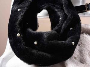 Scaldacollo in morbida eco-pelliccia con perline