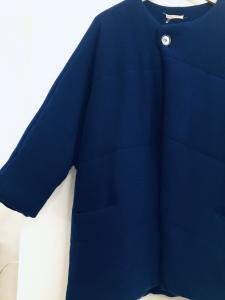 Giaccone donna   in maglia di lana  color bluette  bottone a chiusura   girocollo   Made in Italy