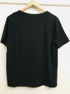 t-shirt donna  t-shirt nera  in cotone  con scritta love  scollo a V  manica corta  made in Italy