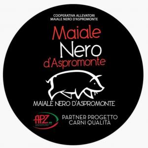 Soppressata Piccante di Maiale Nero d'Aspromonte allevato allo stato semibrado 300g. Nostrum Salumi di Maiale Nero d'Aspromonte di Commisso Domenico Siderno (RC)