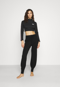 SHOPPING ON LINE MOSCHINO FELPA CROPPED UNDERWEAR NEW COLLECTION FALL/WINTER 2022