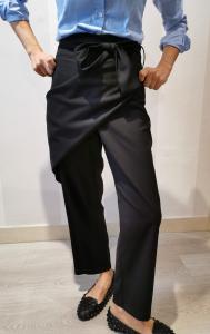 Pantaloni con fusciacca